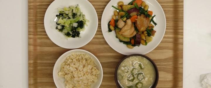 [鶏肉と大豆の揚げ煮]が主菜の給食
